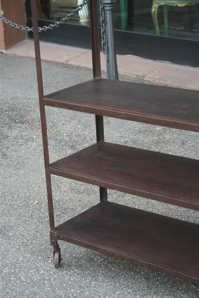 Arredi industriali etagere industriale in ferro e legno for Arredi industriali