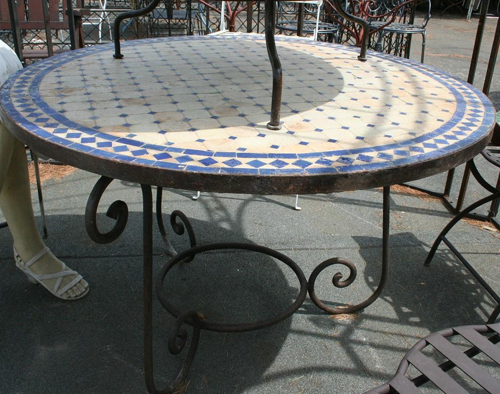 tavoli da giardino : tavolo tondo con mosaico blu