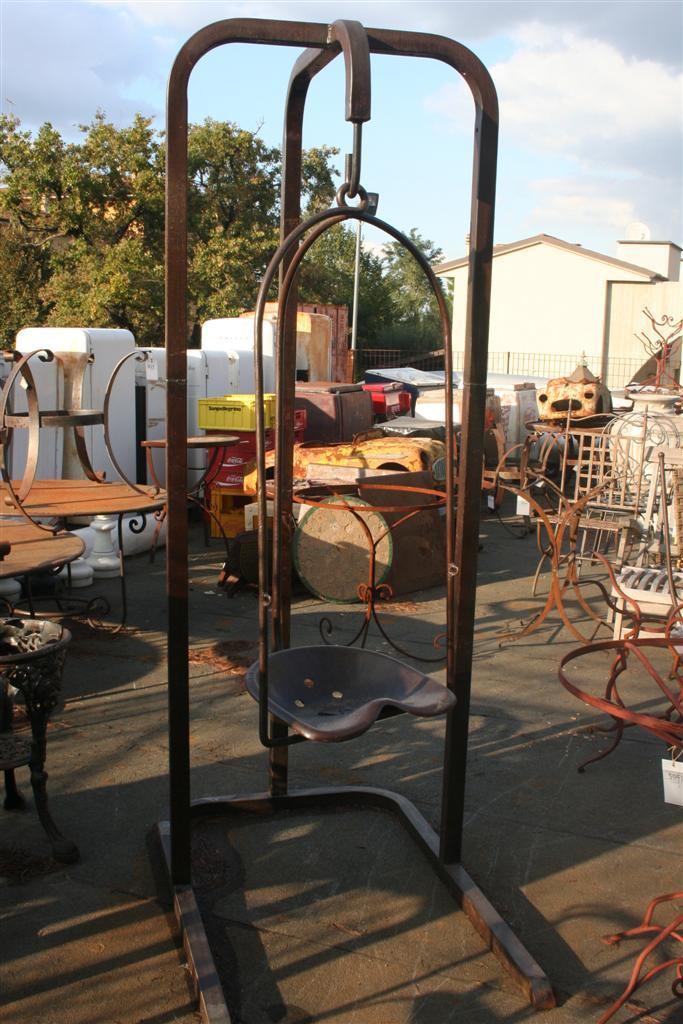 Complementi da giardino dondolo creato con sedile trattore for Complementi da giardino