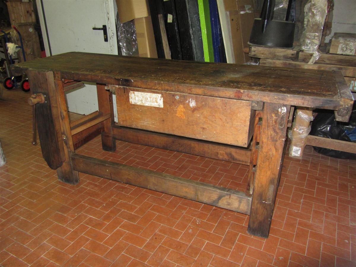 Arredi da negozio tavolo da lavoro da falegname - Tavolo da falegname usato ...
