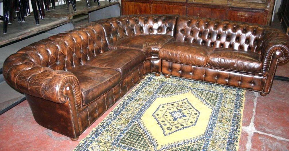Divani e poltrone divano angolare chesterfield in pelle for Divano angolare