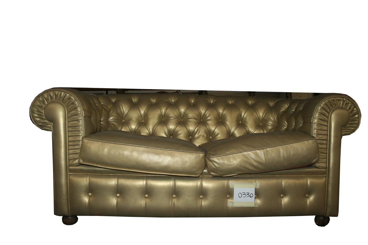 Divani e poltrone divano chesterfield in pelle oro - Poltrone in pelle chesterfield ...
