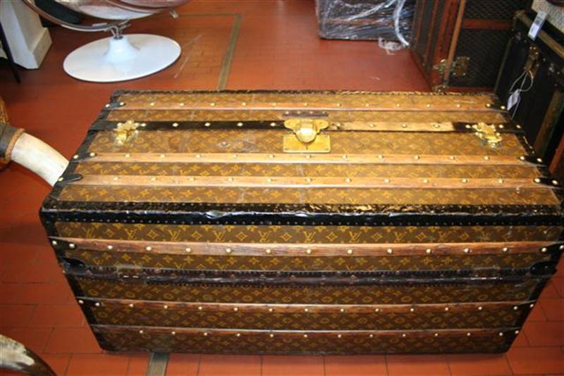 bauli e valigie malle ideal louis vuitton. Black Bedroom Furniture Sets. Home Design Ideas