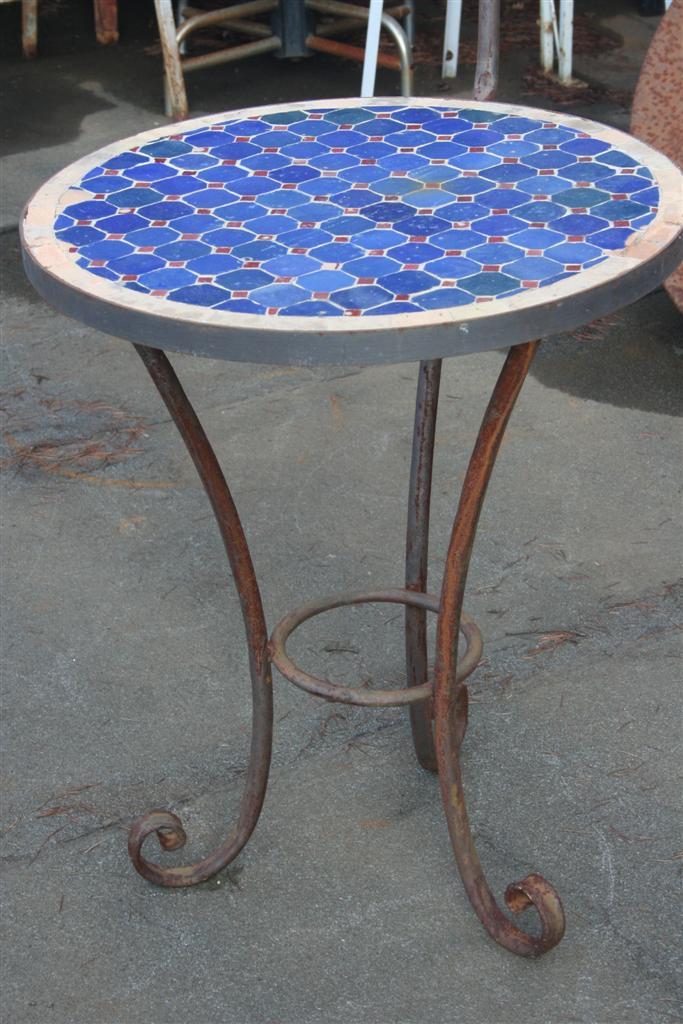 Tavoli da giardino tavolino tondo in mosaico con porta lume for Tavolo rotondo mosaico