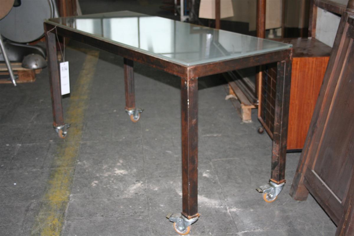 Tavoli : Tavolo in ferro con ruote industriali