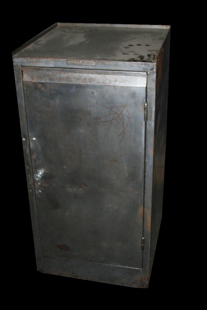 Arredi industriali armadietto da officina in ferro for Arredi industriali