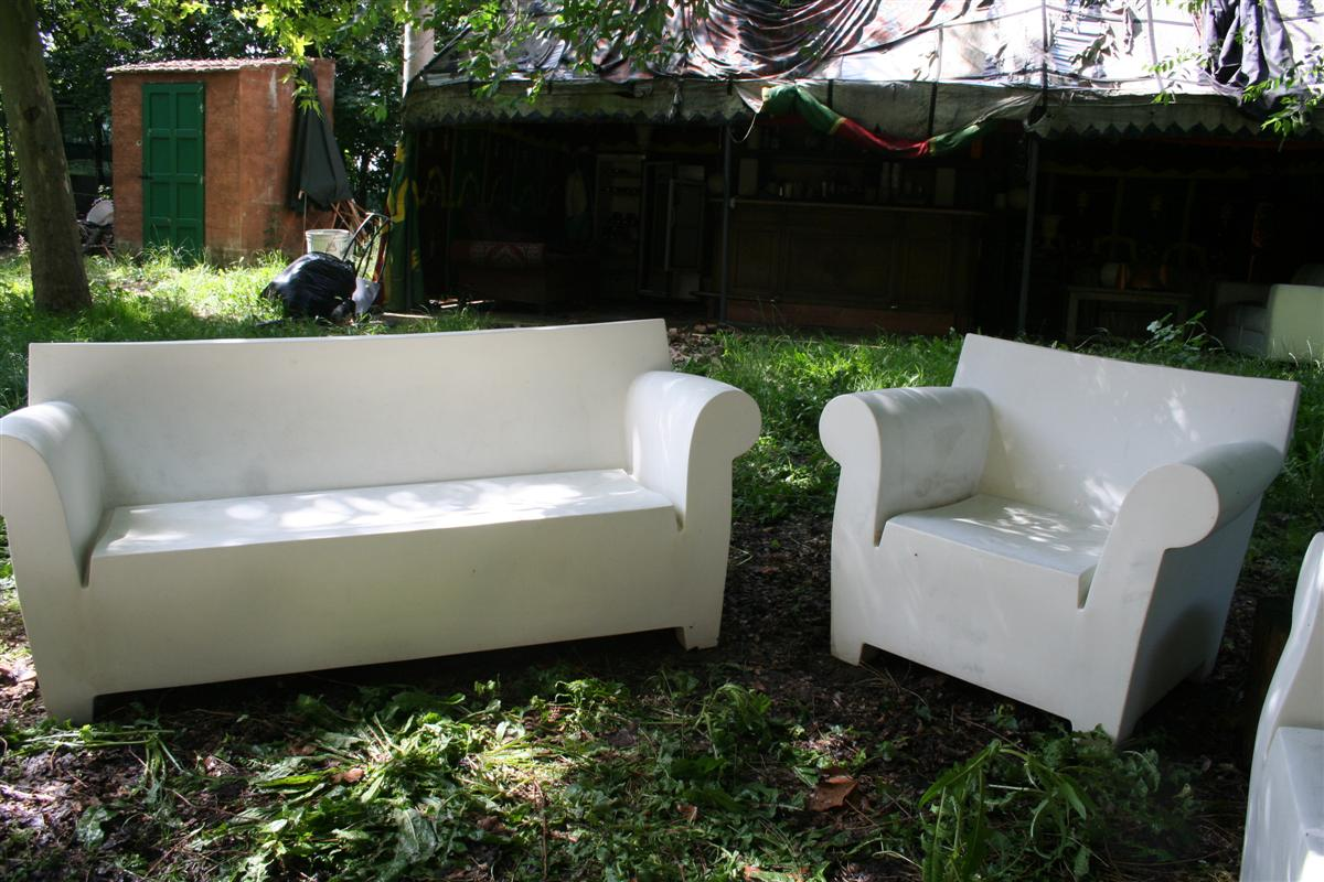 Divani e poltrone salotto bubble club kartell - Tavolini poltrone sofa ...
