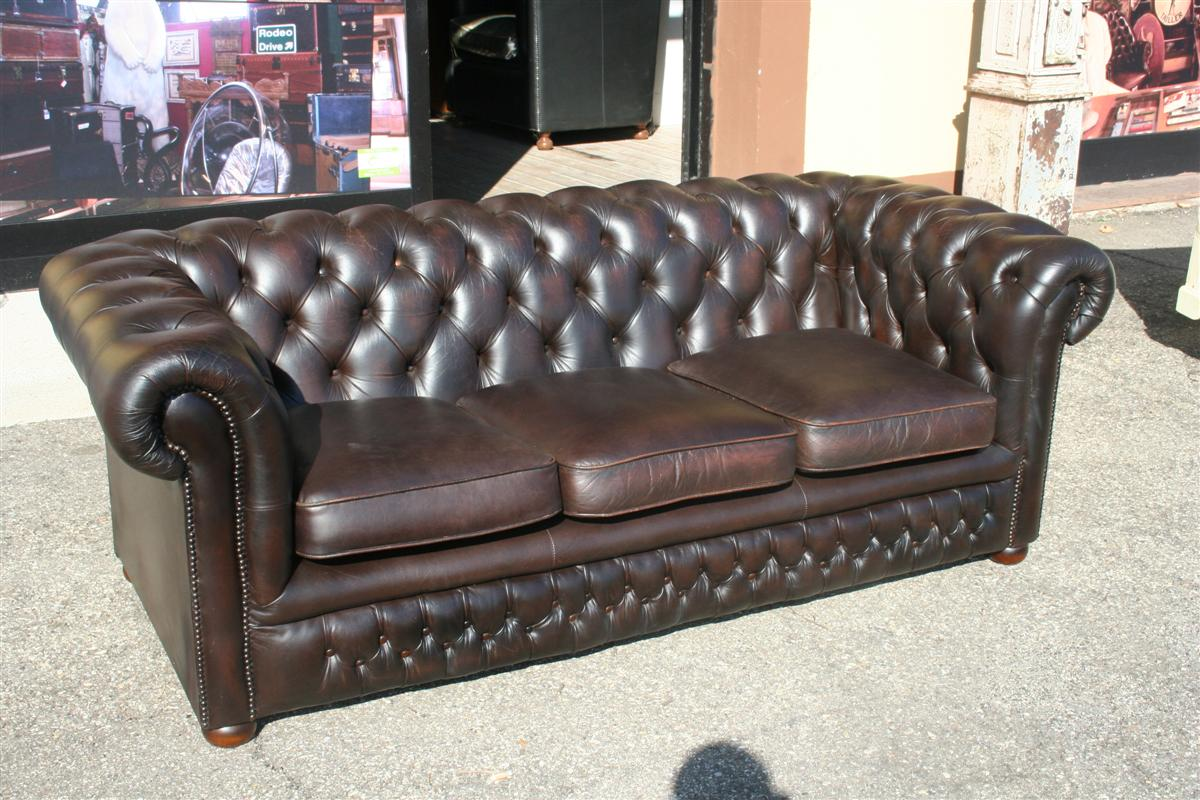 Divani e poltrone divano chesterfield marrone for Divano chesterfield