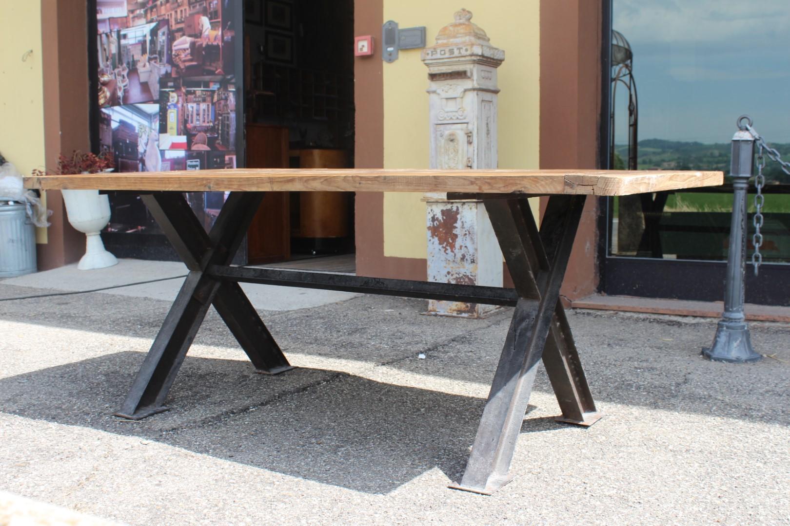 Tavolo In Ferro E Legno : Arredi da negozio: tavolo industriale in ferro e legno