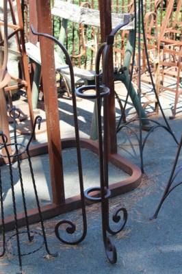 Complementi da giardino base portavaso in ghisa for Complementi da giardino
